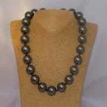 Halskette Muschelkernperlen, Muschelkern-Perlenkette, schwarz mit grünem Lüster